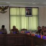 Peserta dari Pemkab Purbalingga memaparkan layanan kesehatan di hadapan DPRD Kabupaten Batang